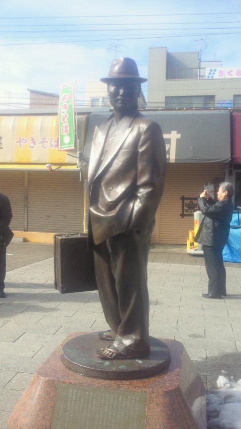 京成金町線柴又駅前にたつ、車寅次郎の銅像