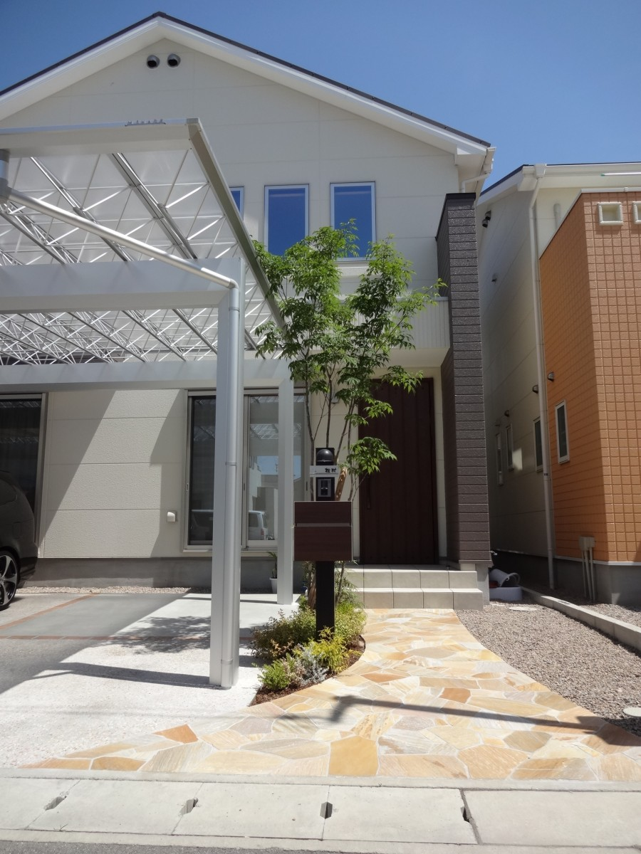 シンボルツリーが映える曲線アプローチにリフォーム 姫路市M様邸1