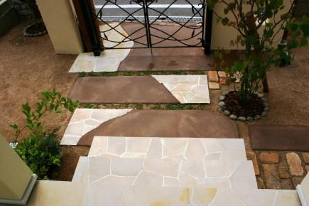 塗り壁と煉瓦でナチュラルな門回り|クローズスタイル 姫路市M様邸6