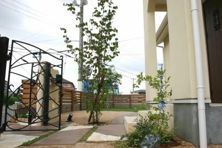 塗り壁と煉瓦でナチュラルな門回り|クローズスタイル 姫路市M様邸5