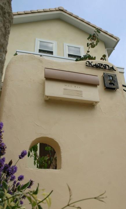 塗り壁と煉瓦でナチュラルな門回り|クローズスタイル 姫路市M様邸4