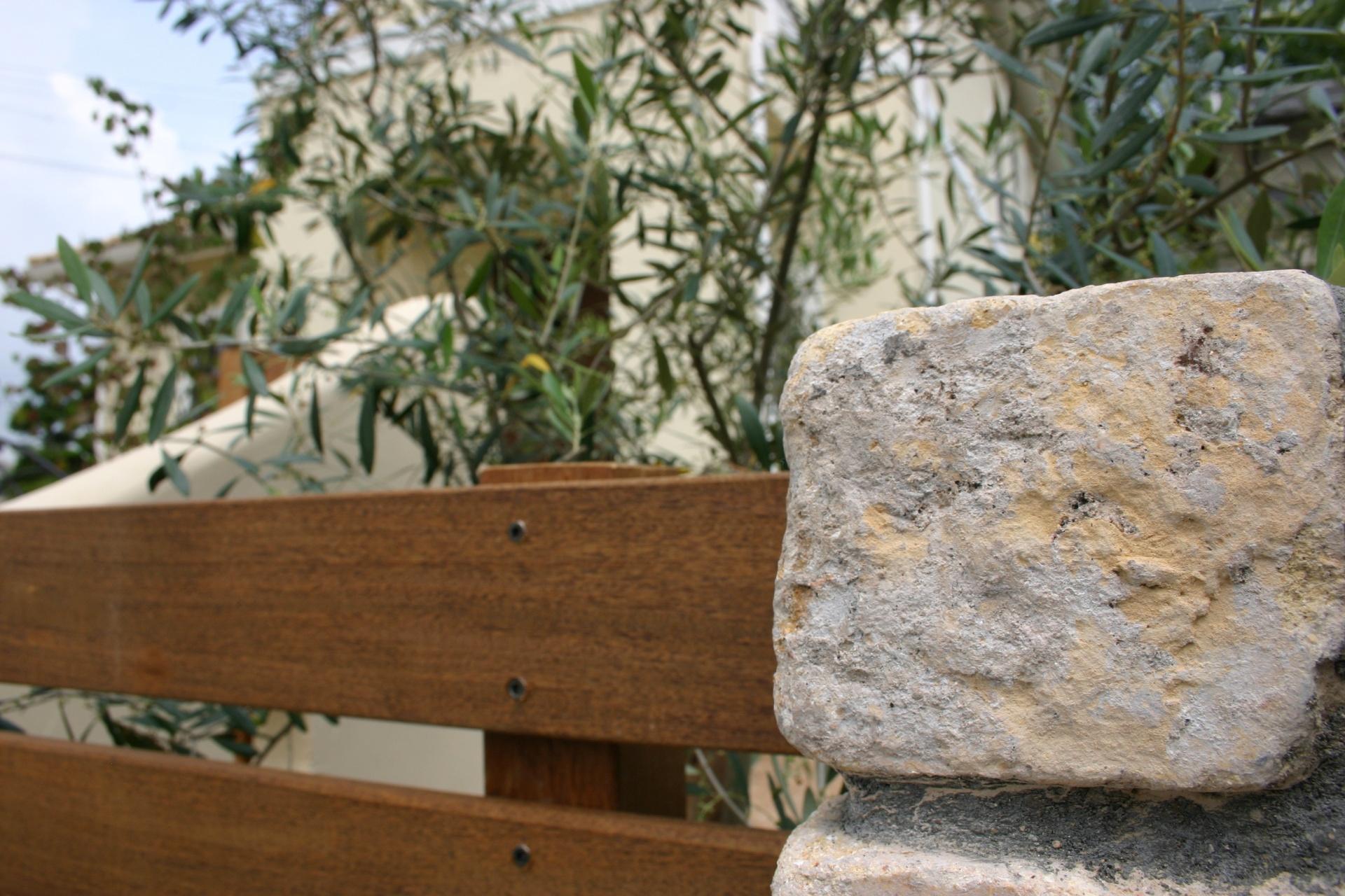創作的なナチュラルなお庭風化したアンティークレンガとイペフェンス 姫路市M様邸