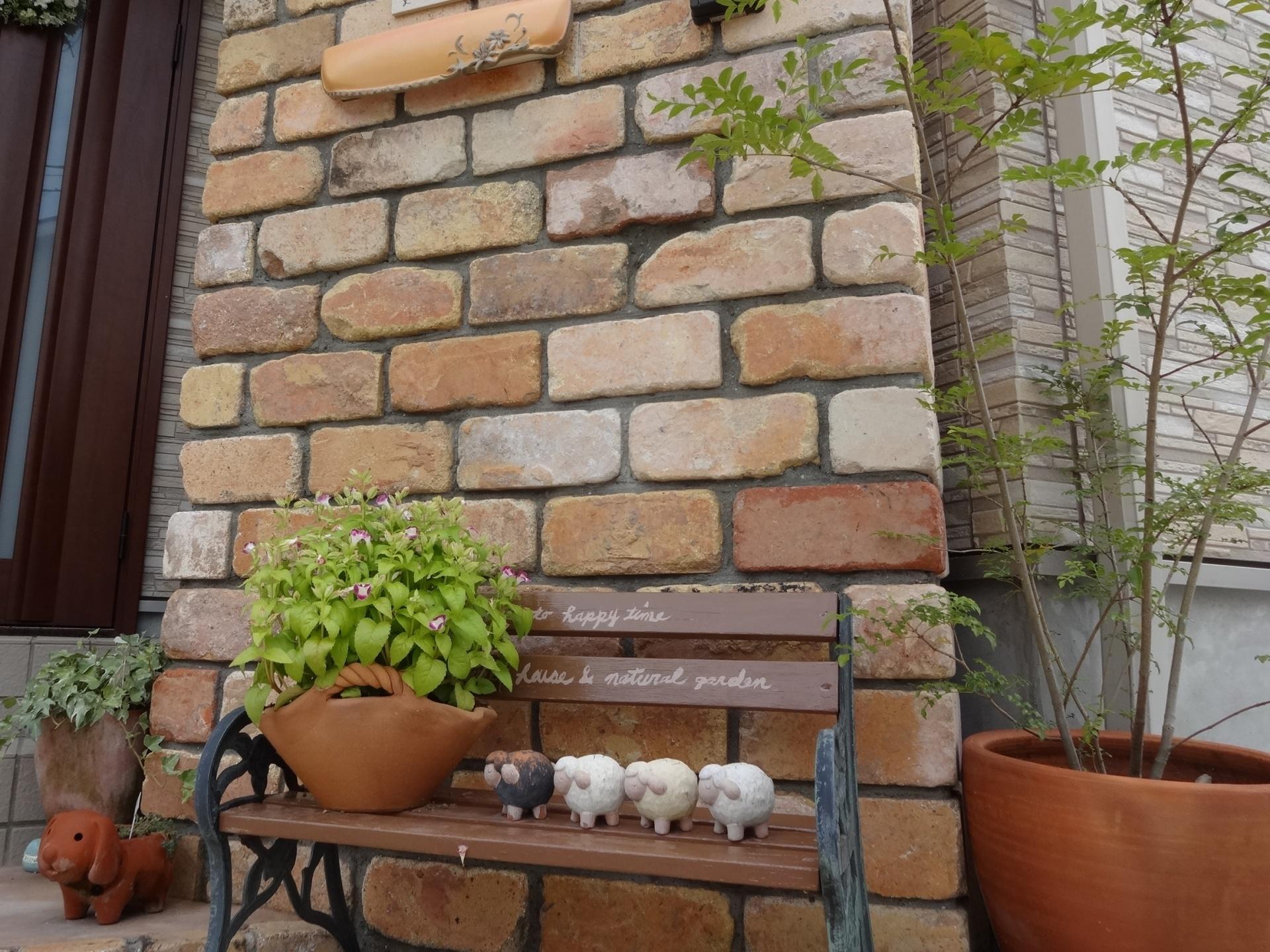 存在感のある耐火煉瓦門柱 太子町S様邸小物で可愛くディスプレイ