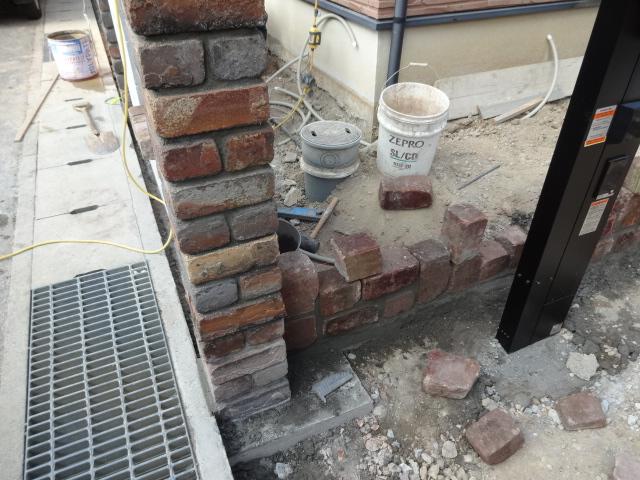 クラシカルな煉瓦で門柱 太子町M様邸工事状況