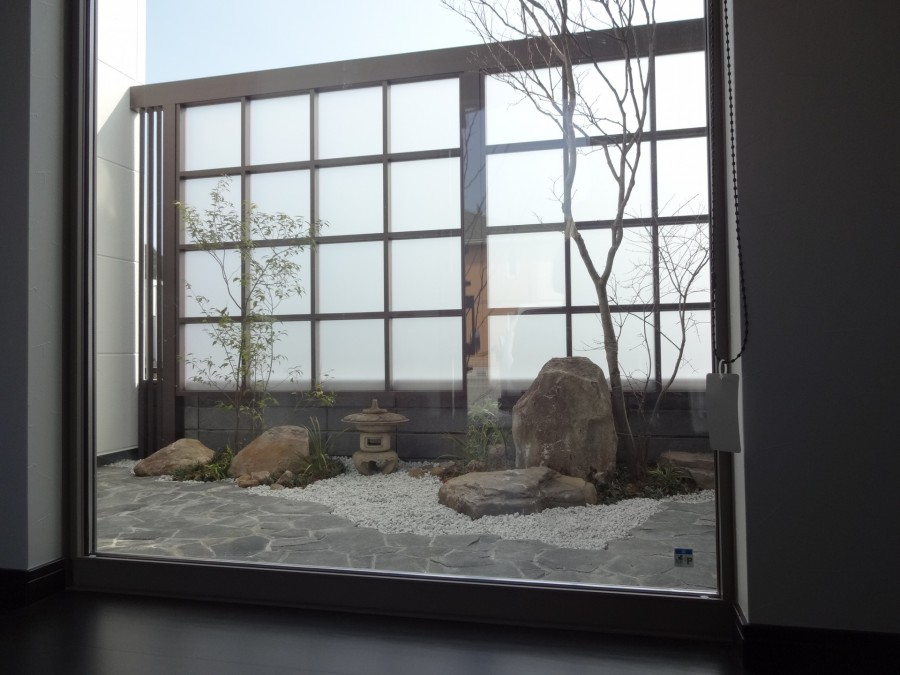 砂岩石柱と丹波石コバ積みで和風モダン 姫路市I様邸7