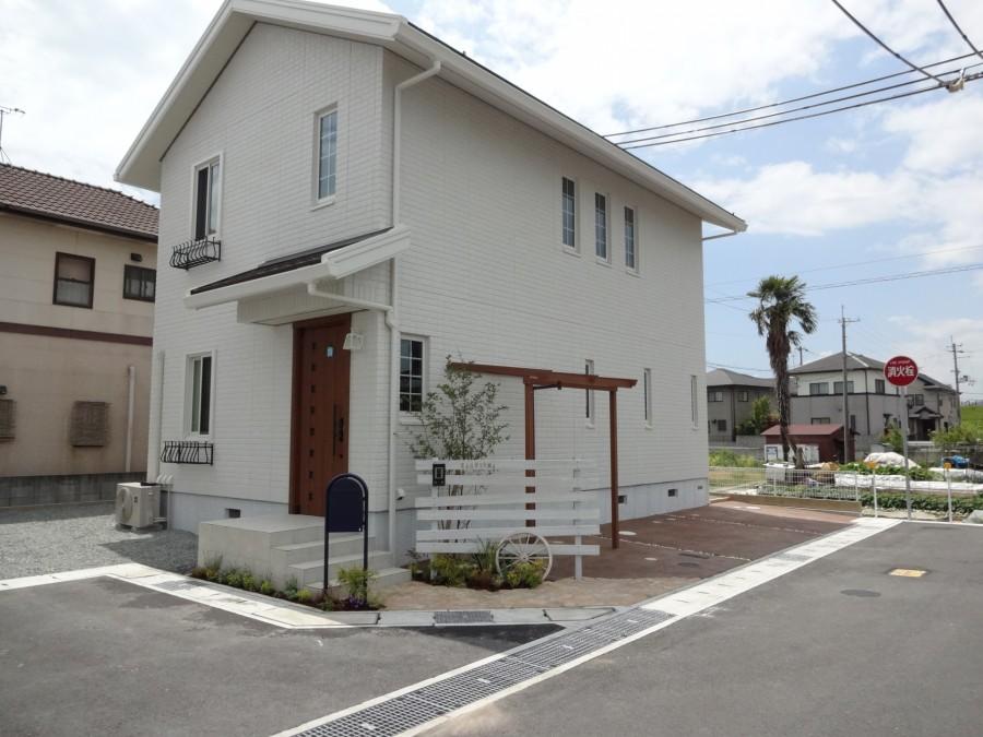 白塗装ウリンフェンスとボビポスト 姫路市K様邸2