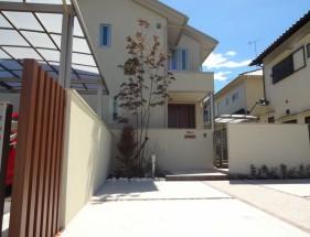 シンボルツリーのアオダモが映えるシンプルな門回り 加古川市M様邸1