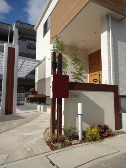 木目で建物と統一感のあるデザイン 姫路市F様邸4