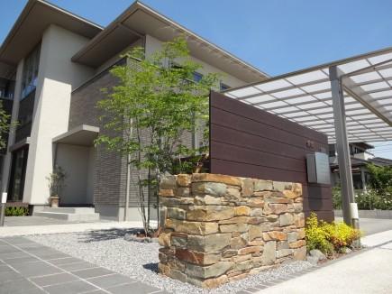 石積み門柱と株立ちのアオダモ 姫路市E様邸2