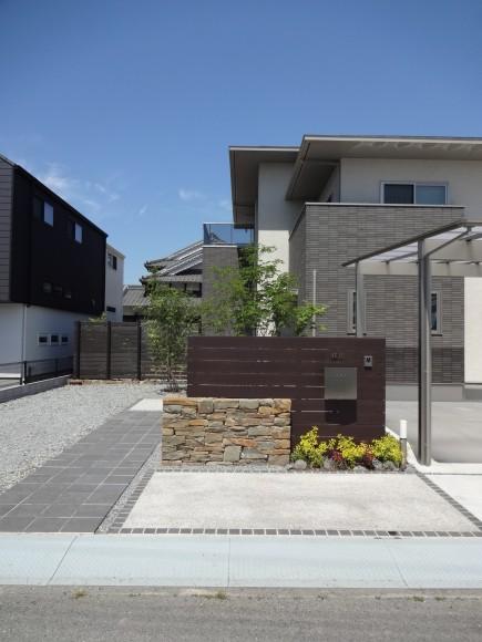 石積み門柱と株立ちのアオダモ 姫路市E様邸4