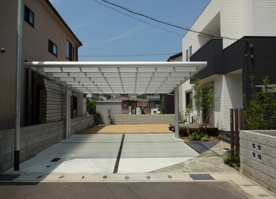 緑に囲まれた自然石曲線アプローチ 姫路市O様邸7