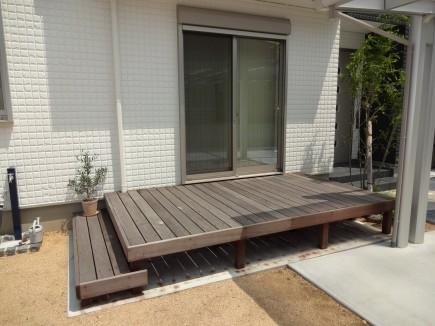 緑に囲まれた自然石曲線アプローチ 姫路市O様邸5