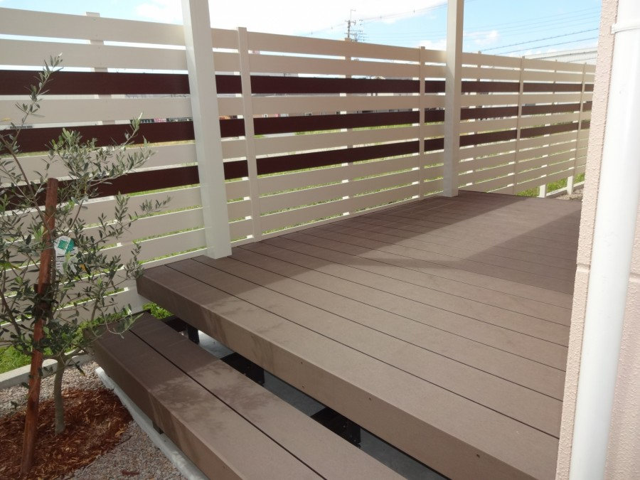 お庭やテラスの趣を変える人工木デッキ|ウッドデッキ