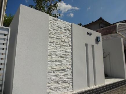 白で統一されたシンプルで上品な門回り|セミクローズ仕様 上郡町M様邸3