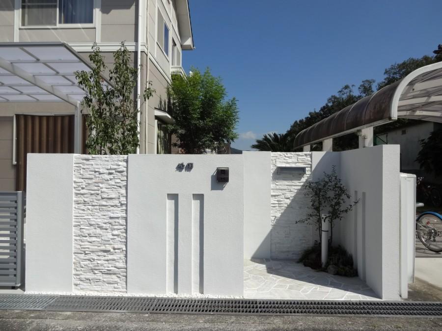 白で統一されたシンプルで上品な門回り|セミクローズ仕様 上郡町M様邸1