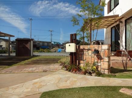 煉瓦と芝生・枕木のナチュラルなお庭 太子町M様邸2