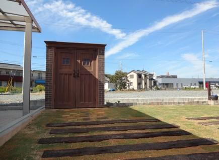 煉瓦と芝生・枕木のナチュラルなお庭 太子町M様邸3