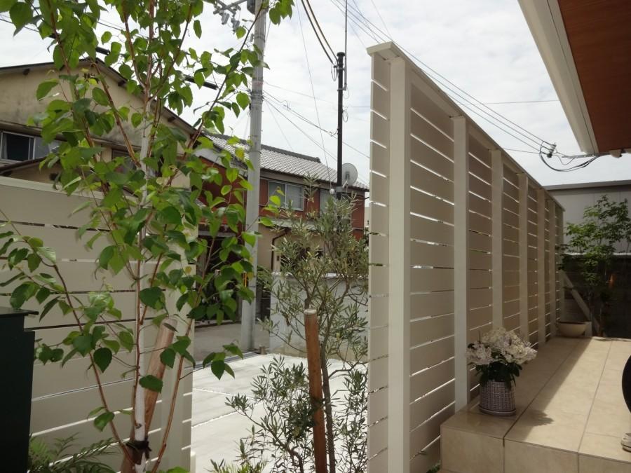 建物と統一感のある目隠しフェンス 姫路市K様邸1