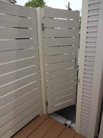 白と緑でシンプルガーデン 白の自然石アプローチ 姫路市K様邸6