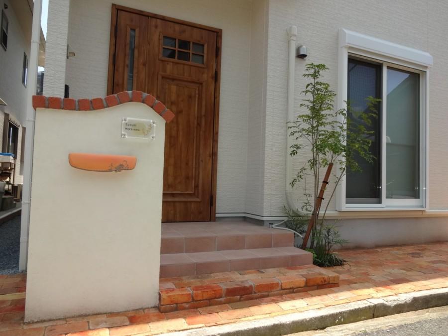 可愛い門柱とレンガアプローチ 姫路市S様邸1