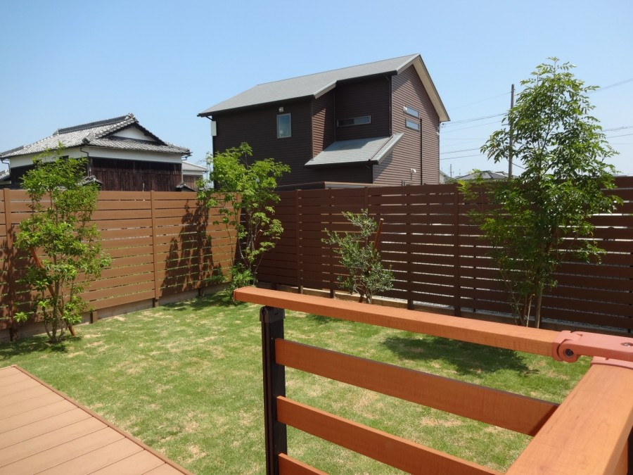 木目調樹脂製フェンスで目隠し 太子町S様邸1