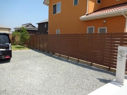 木目調樹脂製フェンスで目隠し 太子町S様邸3