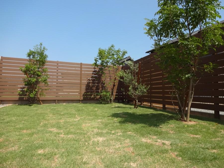 木目調樹脂製フェンスで目隠し 太子町S様邸4