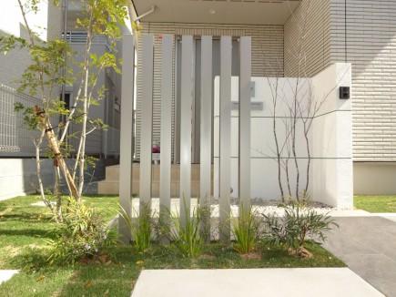 シンプルモダン|セミクローズの門回り 姫路市K様邸デザイナーズパーツスリット