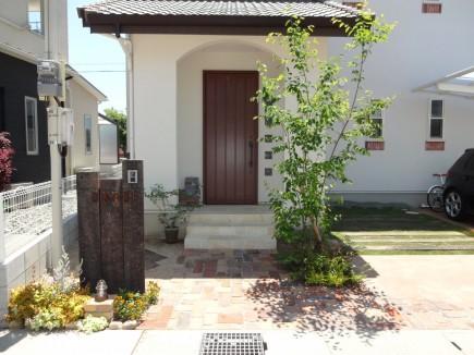 枕木とアンティークレンガのナチュラルなお庭 姫路市O様邸完成初夏