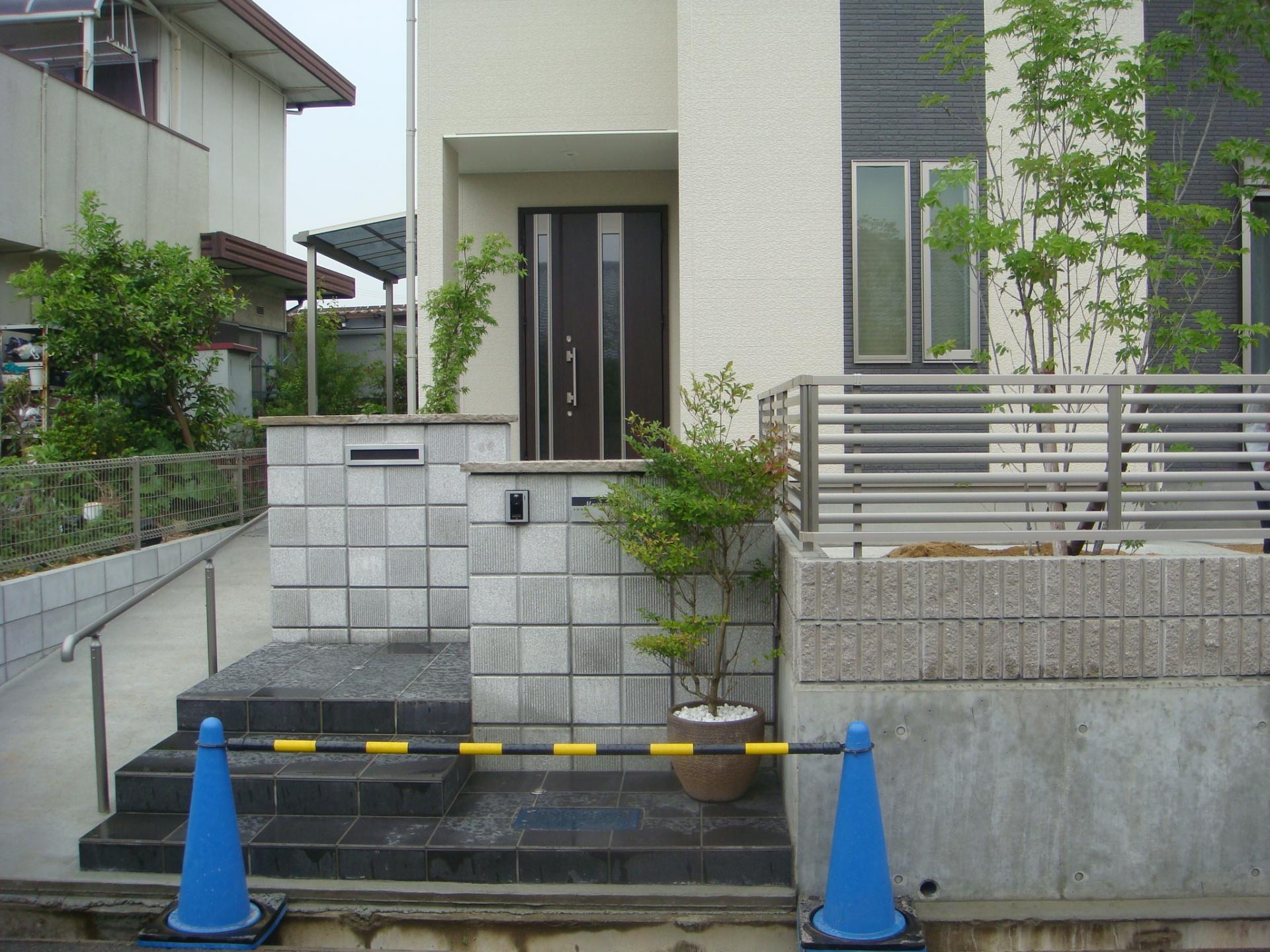 化粧ブロックを使った門柱デザイン