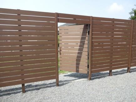 高砂市Y様邸 南面お庭目隠しアルファウッドフェンス仕様オリジナル門扉