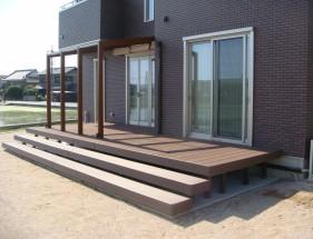 ココマオープンテラスとウッドデッキ|人工木デッキ