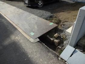 太子町Y様邸道路側溝やり替え工事施工前