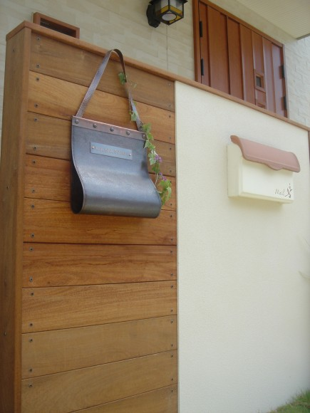 ハードウッド+塗り壁門柱 エクステージ