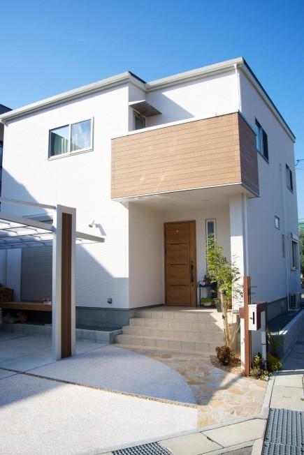 木目で建物と統一感のあるデザイン 姫路市F様邸3