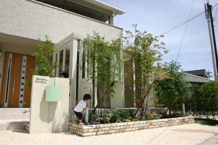 緑に囲まれた暖蘭物語のあるお庭