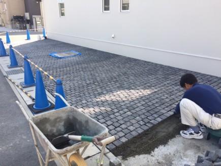 株式会社LEMO様邸外構工事ピンコロ敷き2