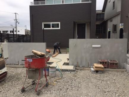 姫路市N様邸新築外構工事 門回り下地モルタル/平板敷き