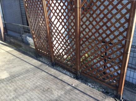 白のラインがアクセントにアルファウッドフェンス 相生市K様邸施工前