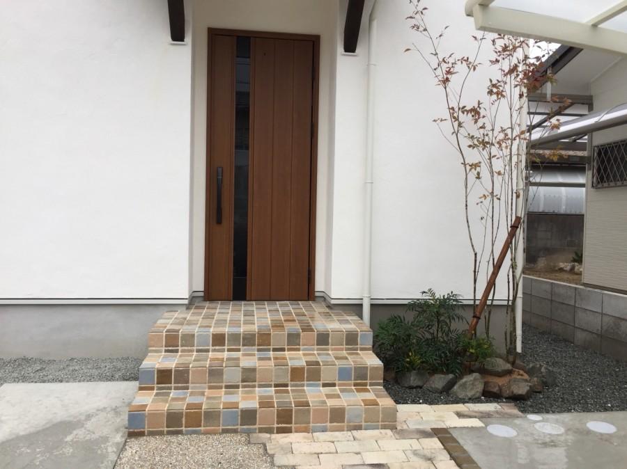 姫路市U様邸新築外構工事 玄関前アオダモ