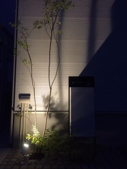 雑木の陰影が美しい玄関周り 太子町K様邸ライトアップ1