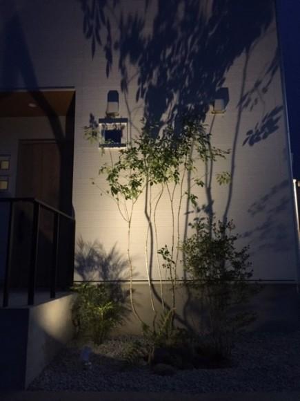 雑木の陰影が美しい玄関周り 太子町K様邸ライトアップ2
