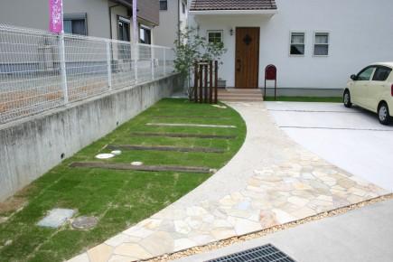 自然素材と自然石で可愛いい門回り 宍粟市K様邸3