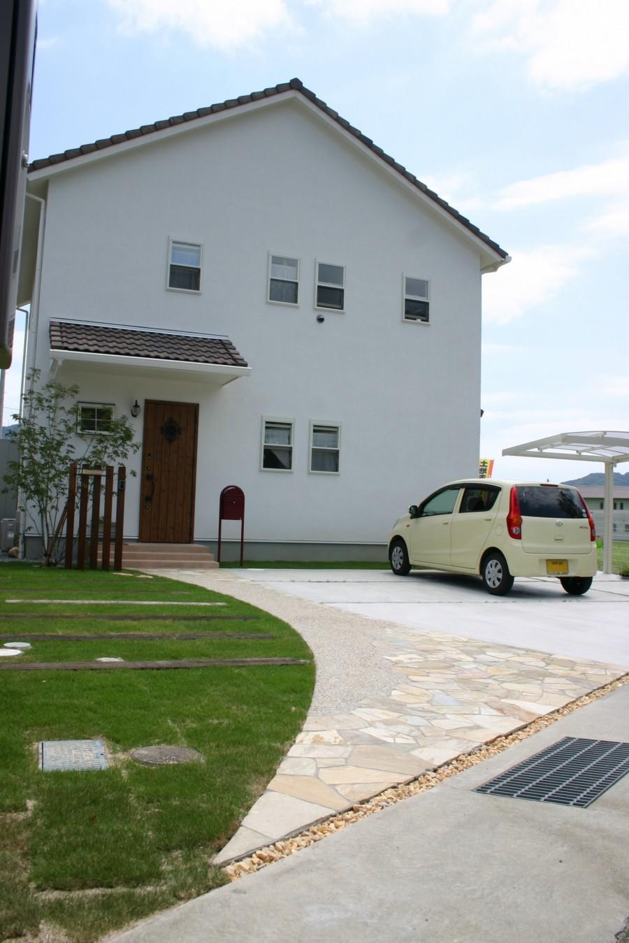 自然素材と自然石で可愛いい門回り 宍粟市K様邸2