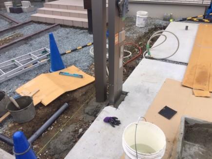 オーバードア柱・カーポート柱施工1