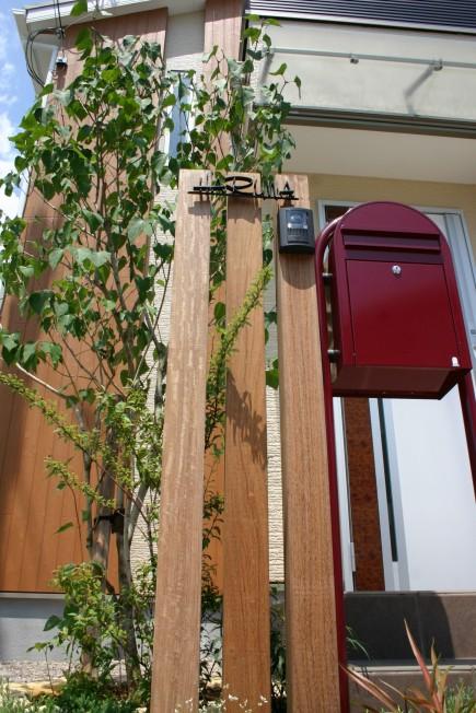 ウリン材スリットで自然な門回り たつの市H様邸4