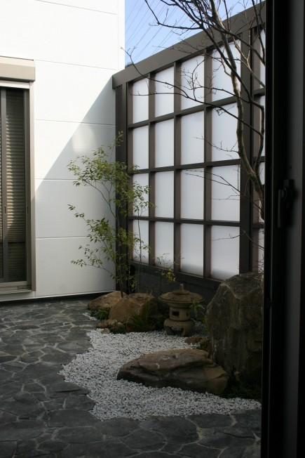 砂岩石柱と丹波石コバ積みで和風モダン 姫路市I様邸5