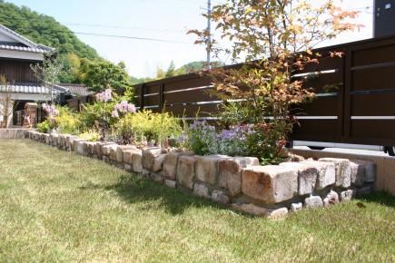カンナを眺めながら過ごすお庭 たつの市K様邸異形耐火煉瓦積み花壇