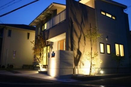 植木の陰影が美しいライトアップ 姫路市A様邸アズキナシ