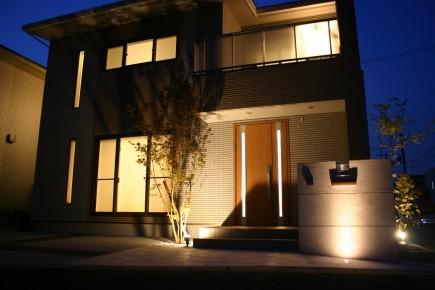 植木の陰影が美しいライトアップ 姫路市A様邸ファサード